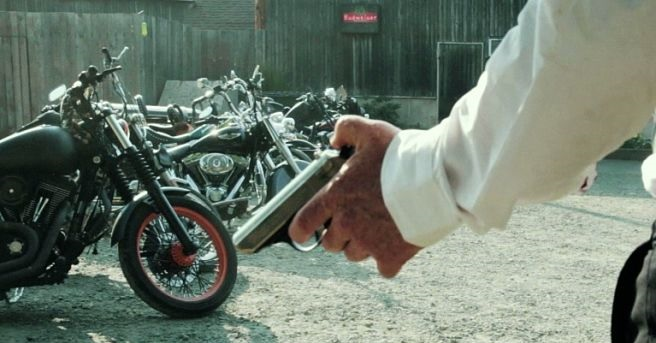 Un eroe non morto va a caccia di motociclisti infernali nel trailer di All Hell Breaks Loose