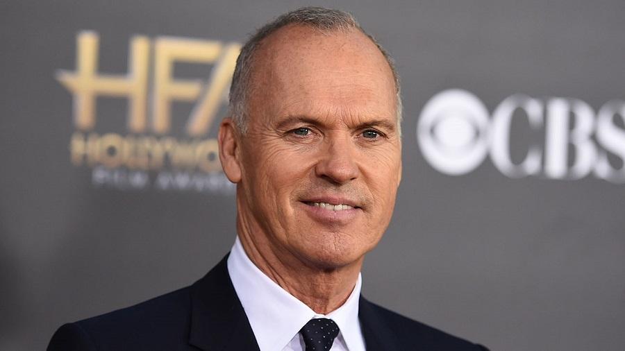Michael Keaton contro i terroristi nell'adattamento di American Assassin