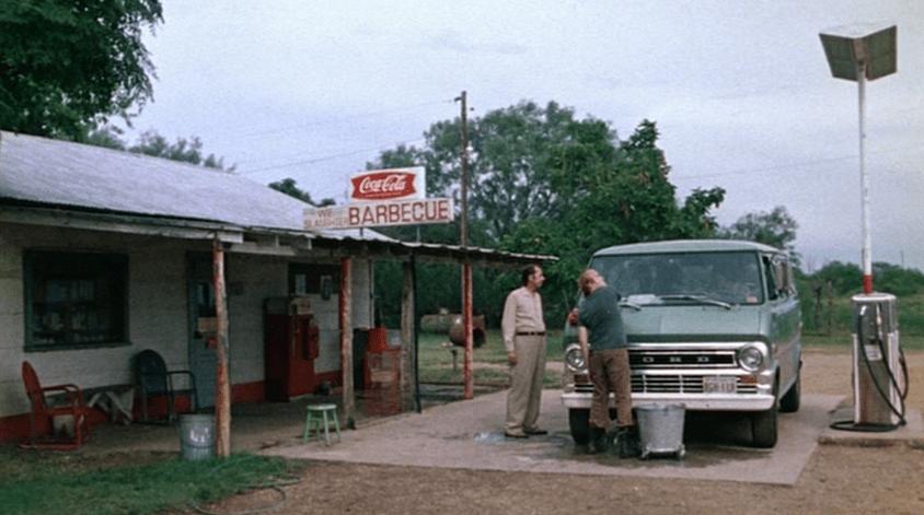 La pompa di benzina di non aprite quella porta diventa un - Film senza limiti non aprite quella porta ...
