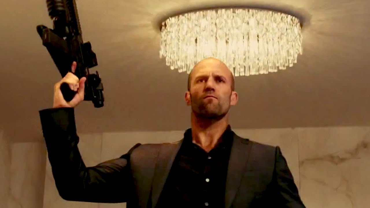 Jason Statham affronterà un gigantesco squalo preistorico in Meg