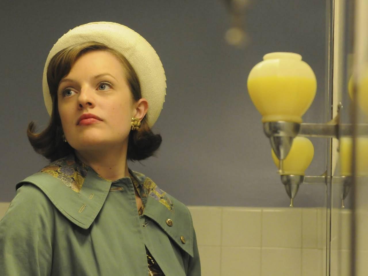 Elisabeth Moss protagonista della distopica serie The Handmaid's Tale