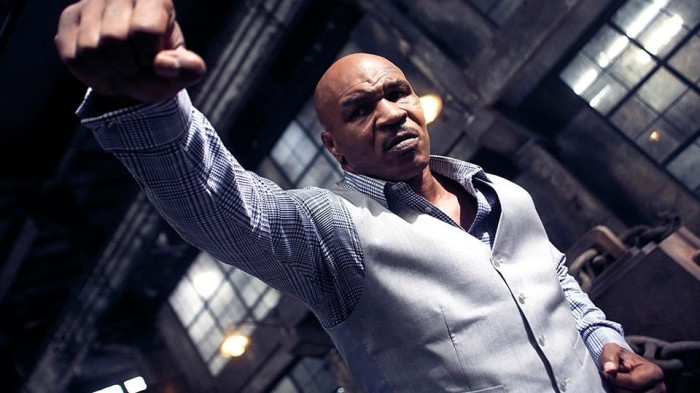 Mike Tyson sale sul ring di Kickboxer: Retaliation