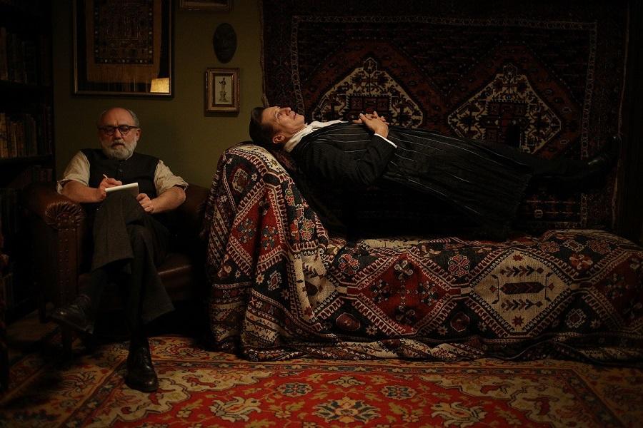 David Rühm porta dallo psicologo i vampiri con Therapy for a Vampire