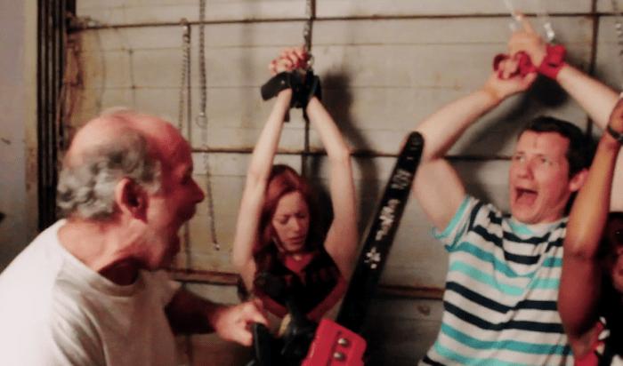 Lo slasher Virgin Cheerleaders in Chains si svela nel metafilmico trailer
