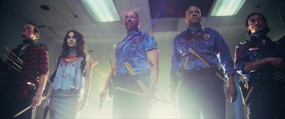 Gli imbranati The Night Watchmen devono salvare Baltimora dagli zombie vampiri