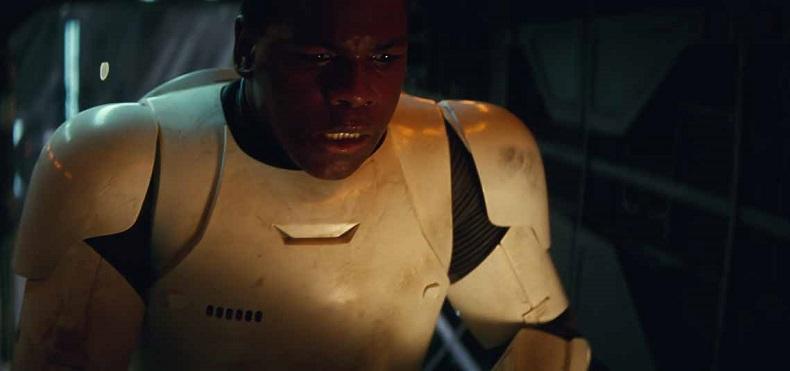John Boyega a bordo di uno Jaeger in Pacific Rim 2