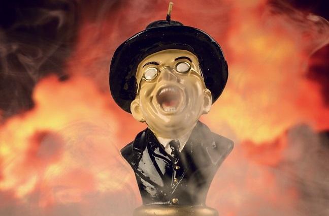 Sciogliete il volto dell'agente Toht con la candela di I Predatori dell'Arca Perduta