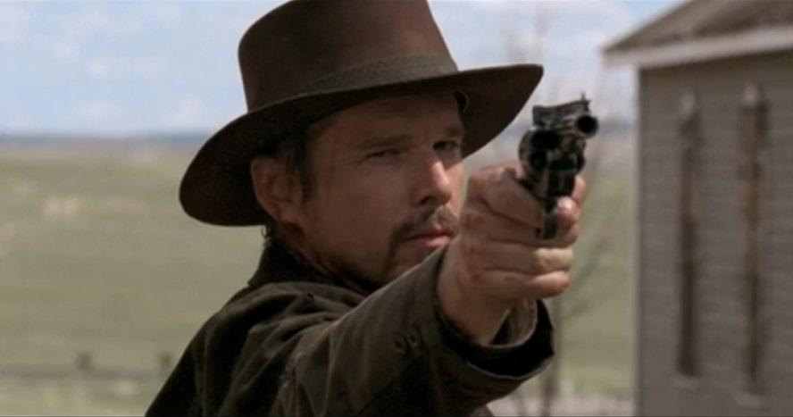 In a Valley of Violence: John Travolta è la legge nel trailer del western di Ti West