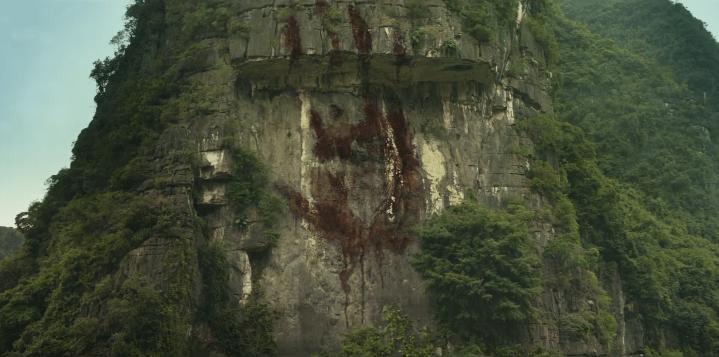 Kong - Skull Island: Tom Hiddleston affronta il gigantesco gorilla nell'epico trailer