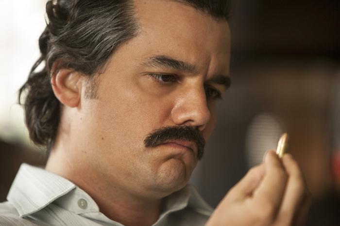 Narcos 2: prime immagini ufficiali di Pablo Escobar nella nuova stagione