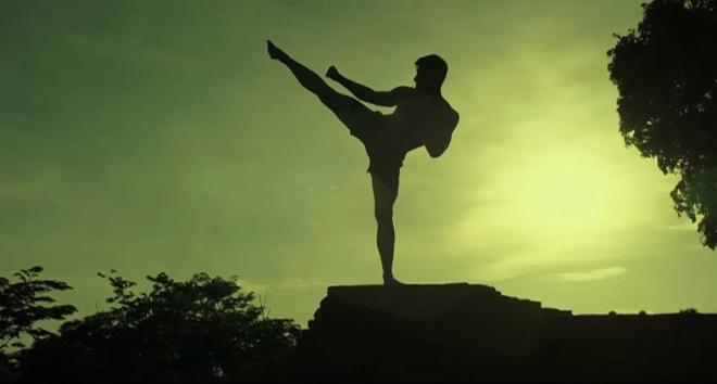 Kickboxer - Vengeance: Jean-Claude Van Damme maestro di Alain Moussi nel trailer esteso