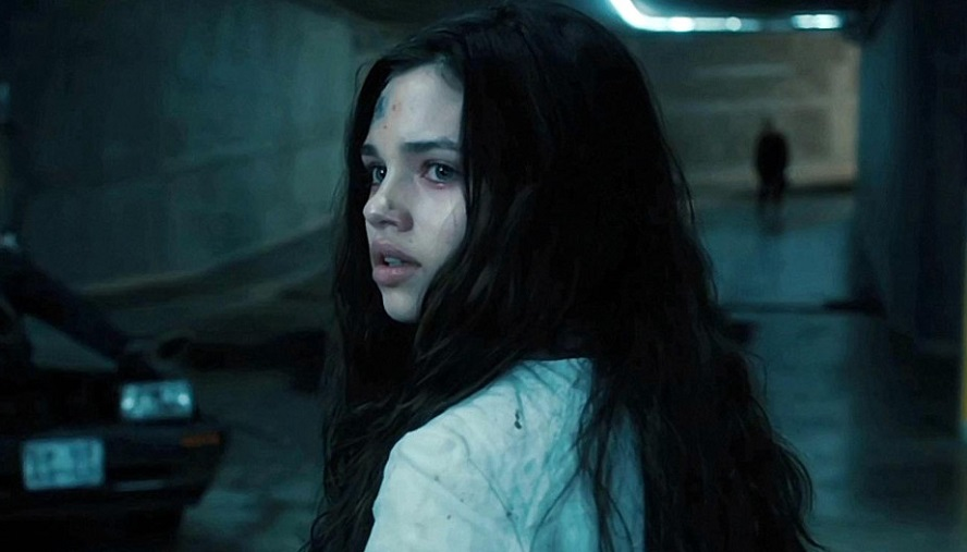 India Eisley e Jason Isaacs protagonisti dell'alienato Behind the Glass