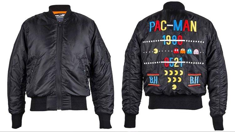Tornate al tempo della sala giochi con il giubbotto bomber di Pac-Man