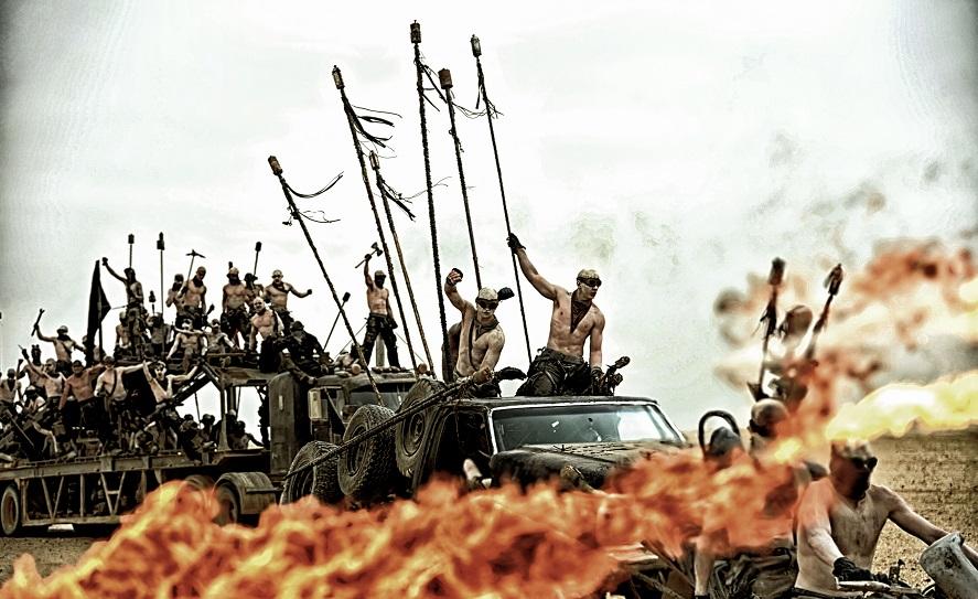 Un video ci mostra i folli stunt di Mad Max: Fury Road senza effetti speciali