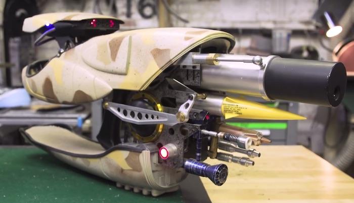 Adam Savage costruisce il potente Zorg ZF-1 di Il Quinto Elemento