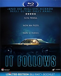it-follows-limited-edition-blu-raybooklet