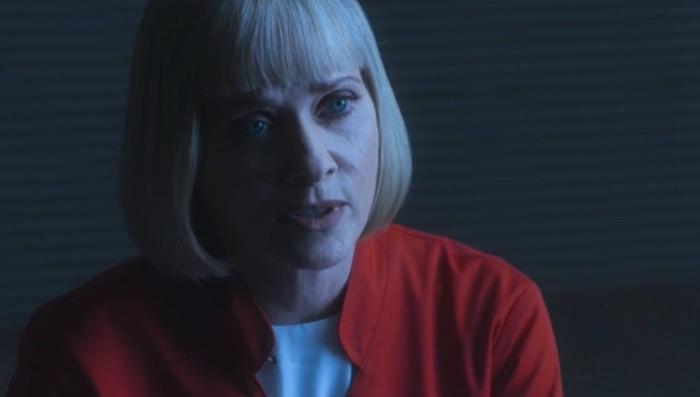 Barbara Crampton è un'esperta di strane malattie nel trailer di Replace