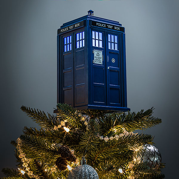 Addobbate con un Tardis luminoso la punta del vostro albero di Natale