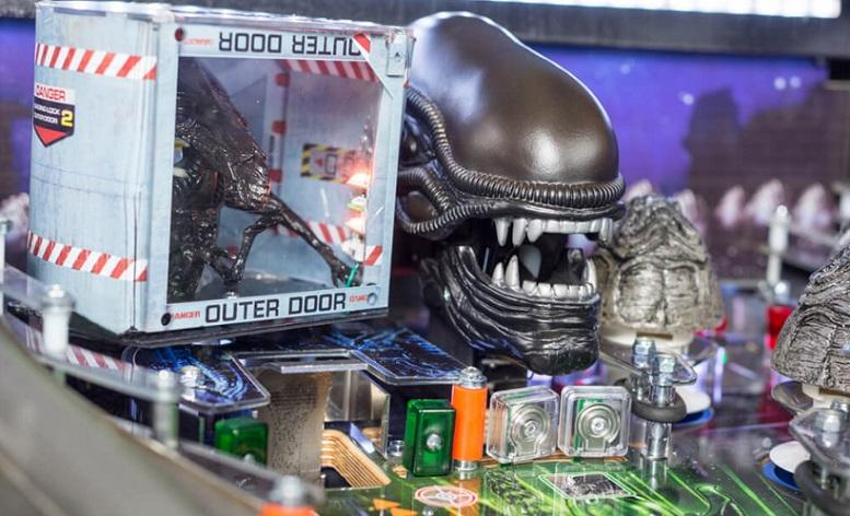 In sala giochi nessuno può sentirvi urlare con il flipper di Alien