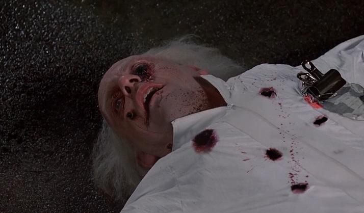 Doc crivellato dai terroristi nella clip splatter di Ritorno al Futuro