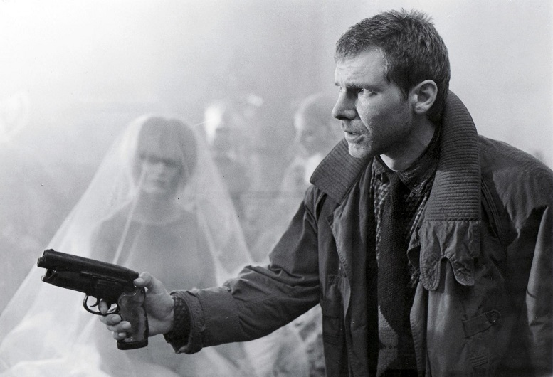 A caccia di replicanti con la replica della Tomenosuke PRO Blaster di Blade Runner