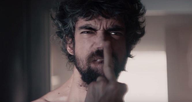 Javier Botet è uno sgradito ospite 'invisibile' nel trailer di Two Pigeons