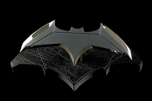 Combattete il crimine con la replica 1:1 del batarang di Batman
