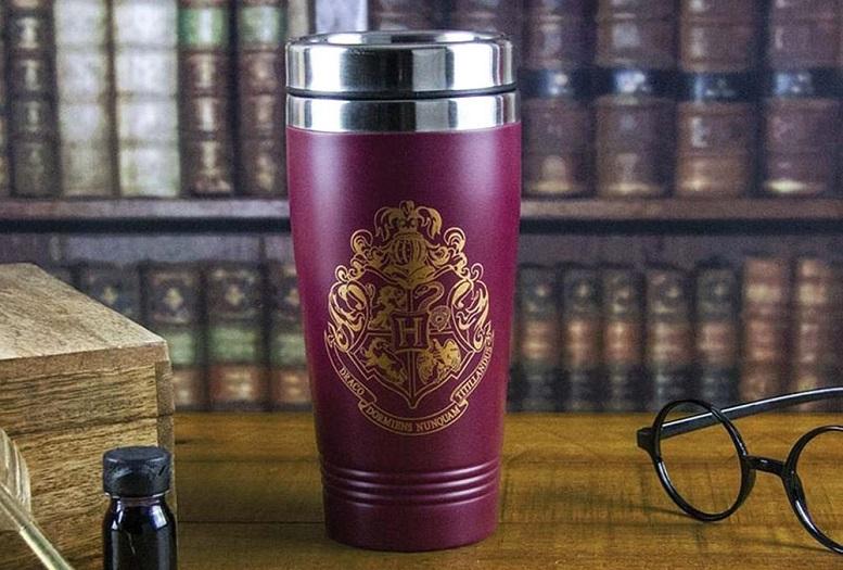 Fino a Hogwarts con la tazza termica da viaggio di Harry Potter