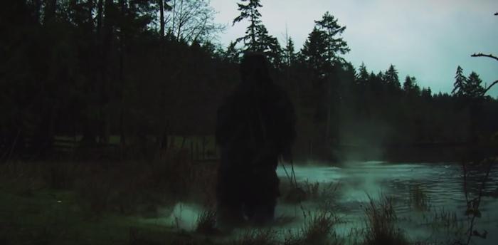 Lo Swamp Freak emerge dalla palude nel trailer dell'horror di David DeCoteau