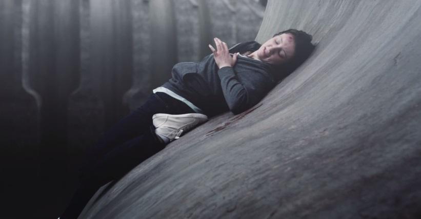 [cortometraggio] Curve può farvi precipitare nel vuoto con un movimento azzardato