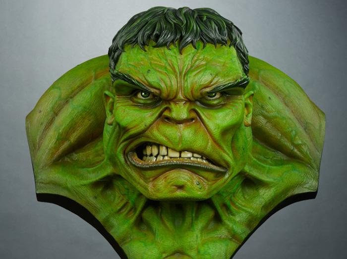 Hulk, spacca! con l'iroso busto verde a grandezza naturale