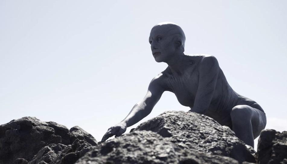Il trailer di Cold Skin ci prepara all'assalto delle creature lovecraftiane di Xavier Gens
