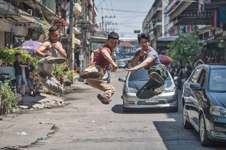 Iko Uwais, Tiger Chen e Tony Jaa scatenati nel full trailer dell'action Triple Threat