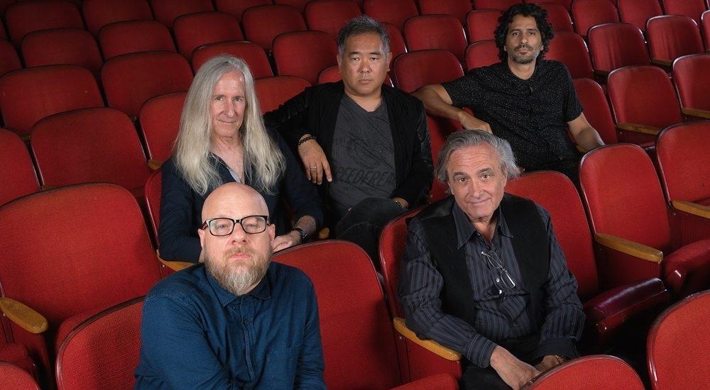 Nightmare Cinema: Mickey Rourke anfitrione dell'antologia horror con Joe Dante e Mick Garris