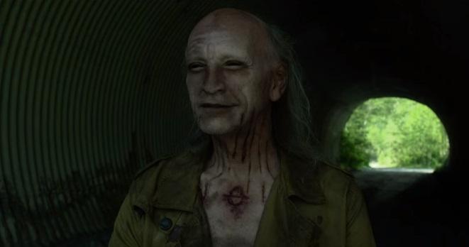 Ghost Wars: il prete Vincent D'Onofrio sfida le tenebre nel trailer della serie soprannaturale