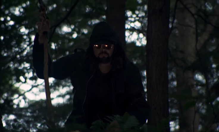 Il trailer di Desolation ci rammenta che camping fa rima con maniaco in agguato