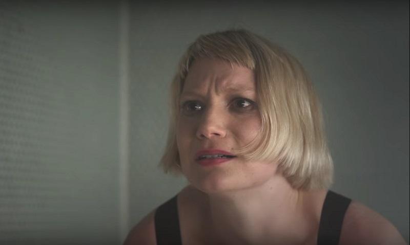 Mia Wasikowska piercing film