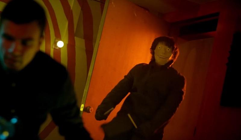 Bong, alcol e un maniaco che odia gli hipster nel trailer dello slasher Psychotic!