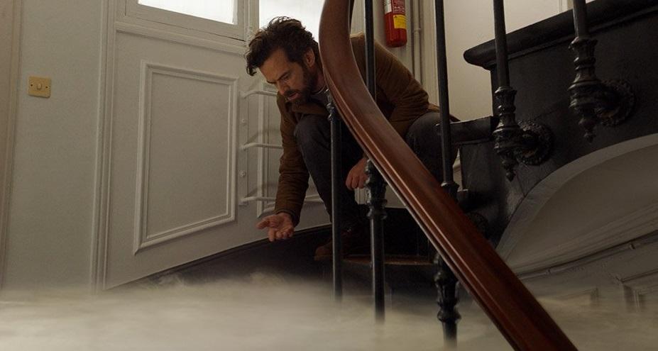 Romain Duris in Dans la brume (2018) film a breath away
