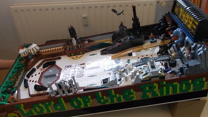 Fate una partita al flipper fatto di LEGO a tema Il Signore degli Anelli