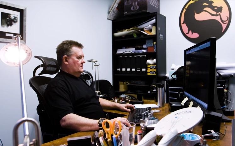 Un video ci presenta Steve Ritchie, la voce dietro alla 'Fatality' - e non solo - di Mortal Kombat II