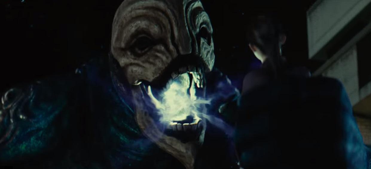Un gigantesco Hollow cerca anime da mangiare nel trailer del live action di Bleach