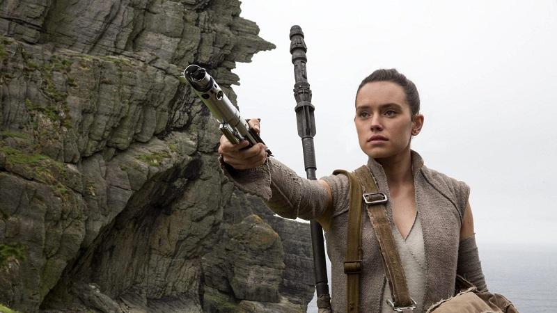 """J.J. Abrams: """"Chi attacca Gli Ultimi Jedi si sente minacciato dalle donne"""""""