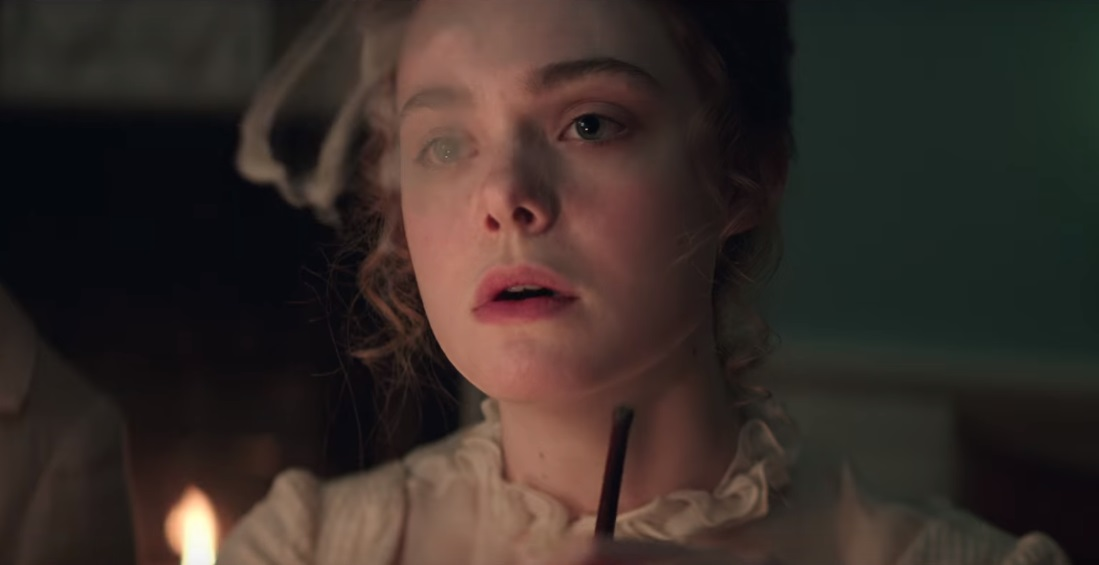 Elle Fanning scrive Frankenstein nel trailer di Mary Shelley