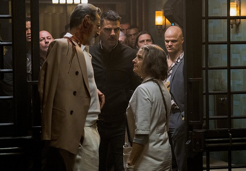 Le regole dell'Hotel Artemis saltano nel red band trailer dell'action con Jodie Foster e Dave Bautista