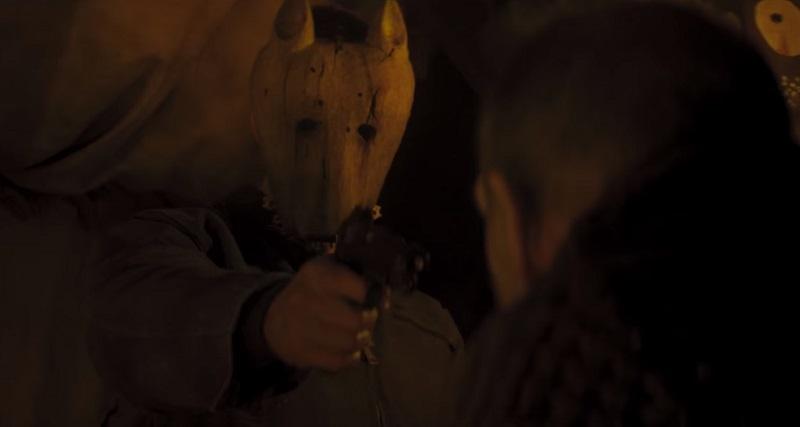 Nel trailer di Hold the Dark, Alexander Skarsgard cerca il figlio rapito dai lupi per Netflix