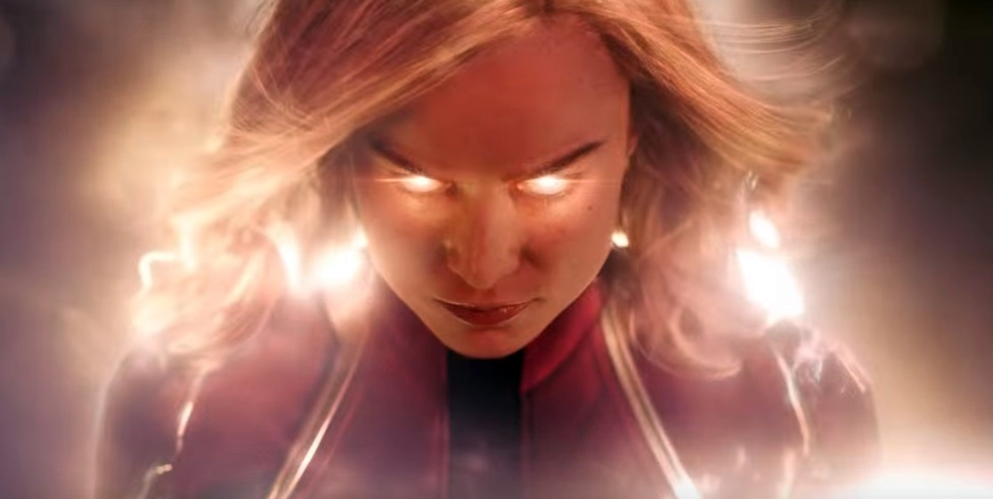 Nel trailer italiano, Captain Marvel cade sulla Terra e ha una crisi d'indentità