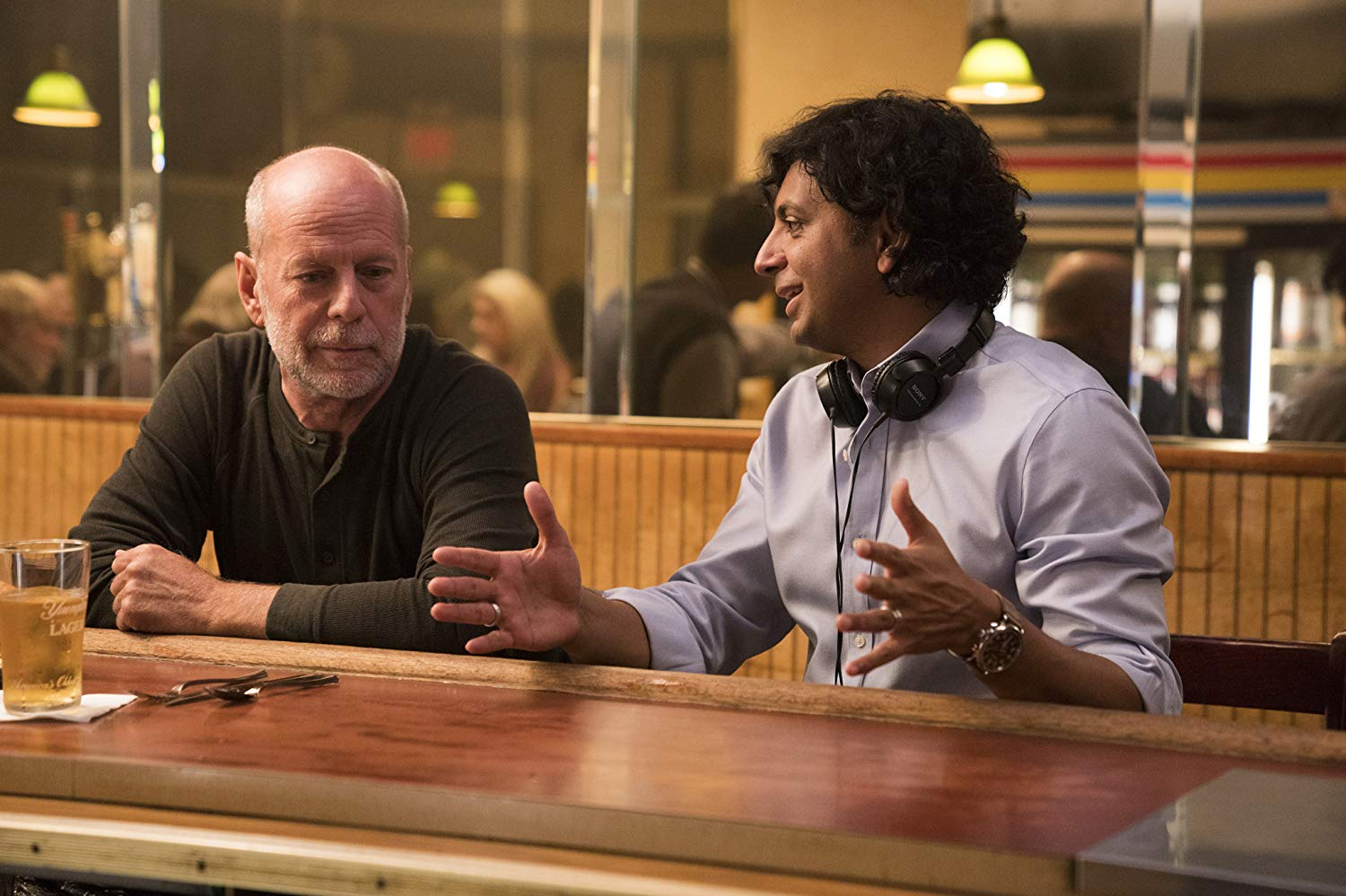 Bruce Willis and M. Night Shyamalan in Glass (2019)