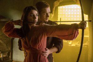 Eve Hewson and Taron Egerton in Robin Hood l'origine della leggenda (2018)