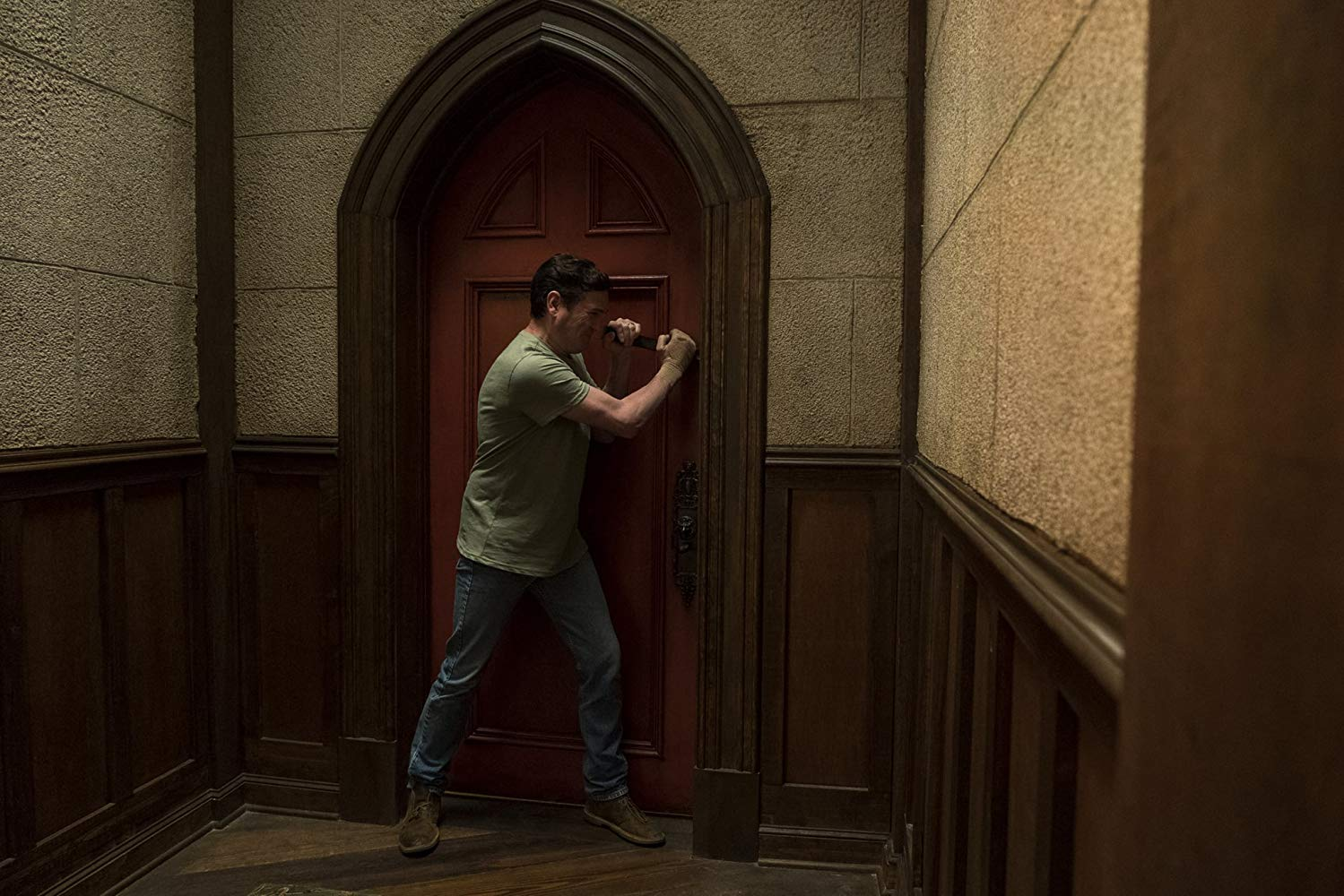 Henry Thomas in The Haunting of Hill House (2018)